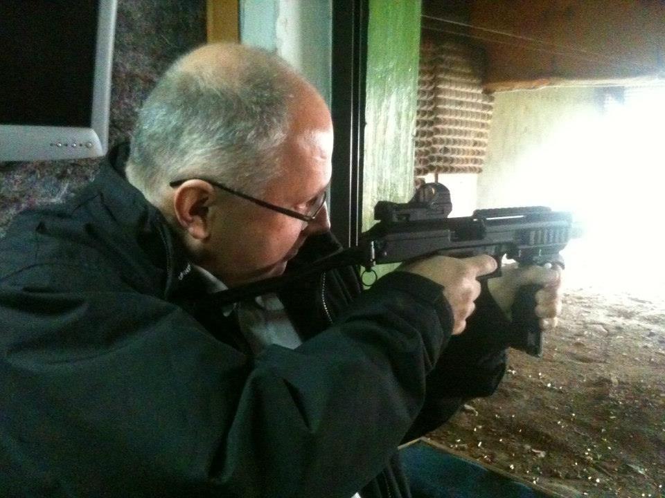 András maga is fegyvert fogott – a Budai Lőtéren