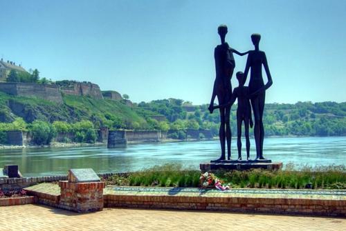Az újvidéki razzia áldozatainak emlékműve